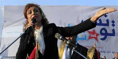 Suad Abdel-Rahim, candidate for the constituent assembly elections of the Islamist Ennahda movement, speaks during a closing campaign rally in Tunis | Photo: Zohra Bensemra