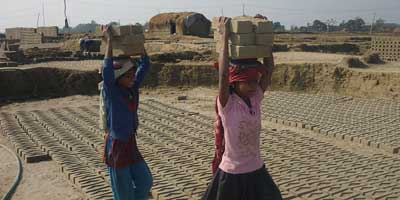 Nepali-girls-working-in-brick-factory